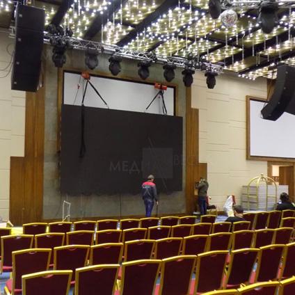 пример светодиодного лед экрана для сцены отеля Корстон